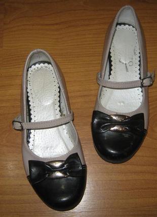 Гарні зручні туфельки