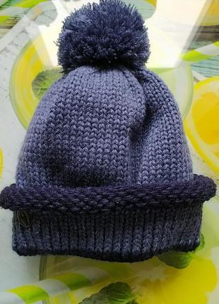 Зимова,тепла шапка.