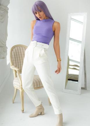 Трендовые белые брюки с высокой талией и поясом