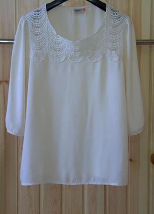 Шифоновая блуза с кружевной вставкой