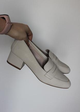 Стильные бежевые туфли от next