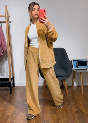 Стильный костюм из вельвета светло-бежевого цвета