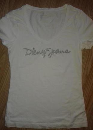 Отличная белая футболочка для летнего образа