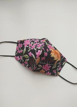 Многоразовая черная маска в цветочек