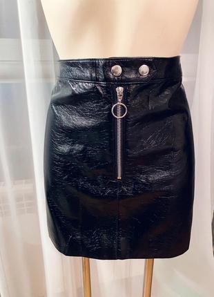 Виниловая кожаная лакированная юбка h&m