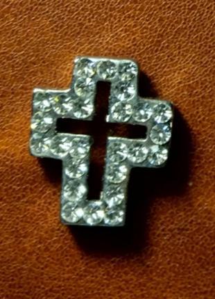 Красивый крестик с камнями