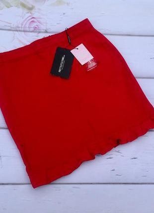 Джинсовая юбка с воланом  с потертостями prettylitlething