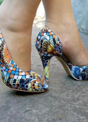 Босоножки цветные летние туфли на каблуке sergio todzi открытые