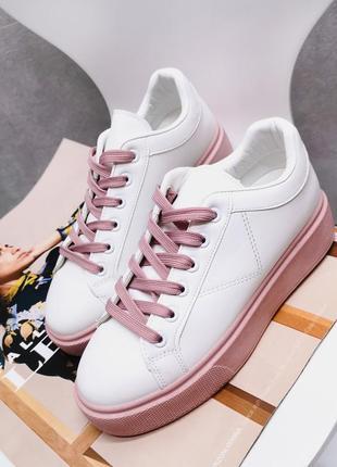 Стильные кеды на розовой подошве 🥰