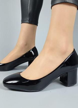 Туфли f200a черные лакированные на каблуке1 фото