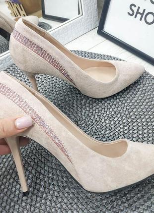 Туфли-лодочки на шпильках