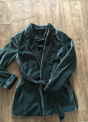Велюровий піджак bershka з поясом