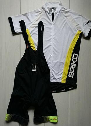 Велокостюм , велофутболка і велошорти на лямках