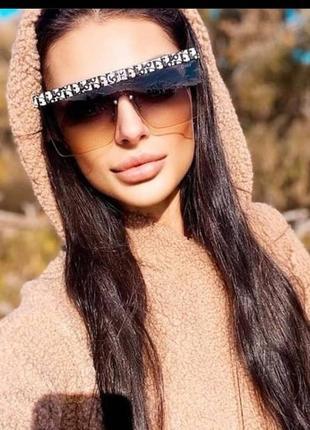 Солнцезащитные очки, модель этого сезона в наличии