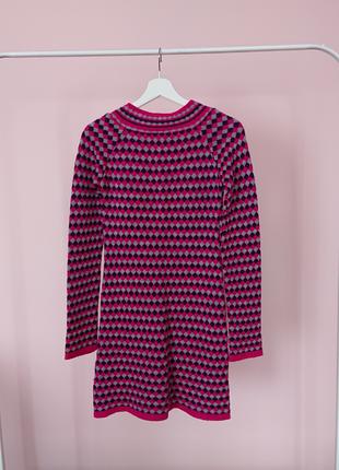 Платье свитер розовое в ромбы7 фото