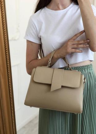 Бежевая винтажная лаконичная сумка-кроссбоди с короткими ручками и длинным ремешком