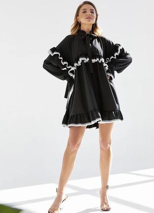 Свободное платье с ажурным кружевом
