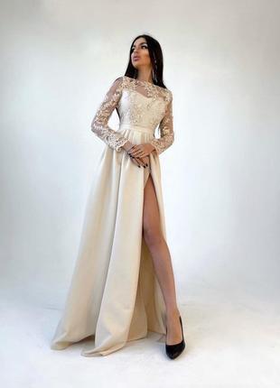 Бежевое платье макси с разрезом вечернее кружевное