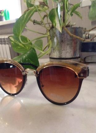 Элегантные солнцезащитные очки!