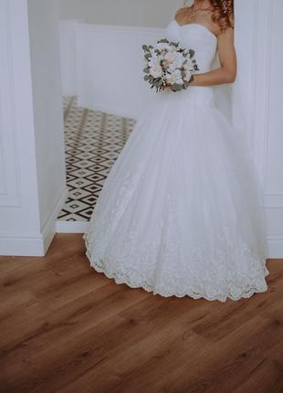 Шикарное фирменное свадебное платье