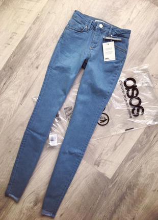 Облегающие джинсы с необработанным краем