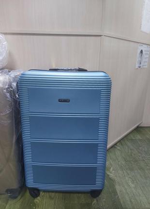 Пластиковые чемоданы, 4 колеса польша