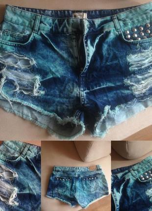 Рваные джинсовые шорты с шипами и дирками размер 200