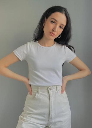 Белая плотная футболка в рубчик4 фото