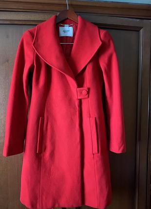 Эффектное премиальное пальто blumarine