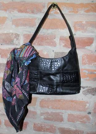 Стильная кожаная сумка хобо
