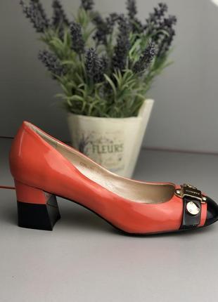 Туфли низкий каблук кожа лак удобные