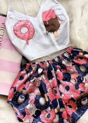 Топ и шорты пончик