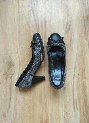 Черные/серые классические туфли на невысоком каблуке 36 размер