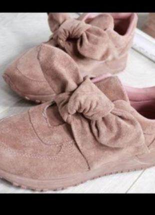 Классные кроссовки с бантом