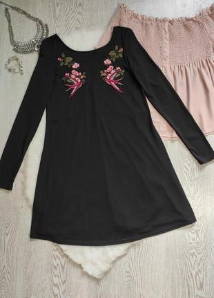 Черное короткое платье трапеция длинный рукав стрейч с вышивкой цветочным принтом