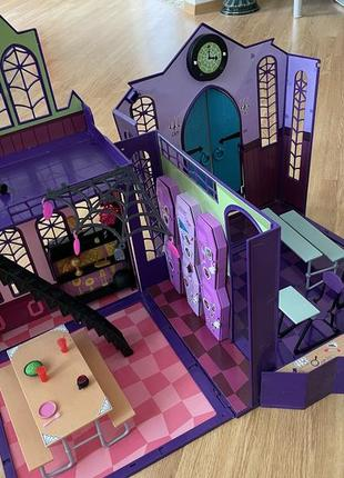 Кукольный домик, школа monster high