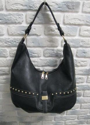 Удобная черная сумка на плечо !