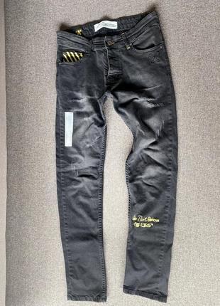 Очень крутые черные штаны
