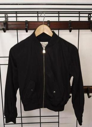 Бомбер черный на резинке короткая куртка на молнии укороченная бомбер куртка