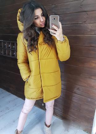 Длинная теплая свободная горчичная зимняя куртка- зефирка оверсайз с карюшоном