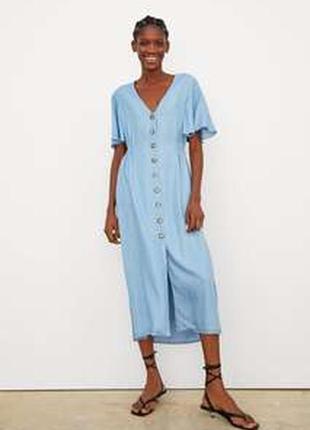 Голубое джинсовое платье миди на пуговицах zara
