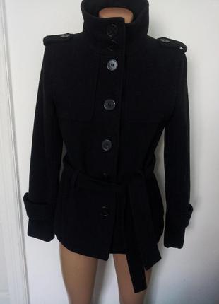 Черное теплое  пальто  от  zara