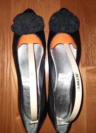 Балетки  черные с бантом. кожа. размер 37,5 стелька 25 см.