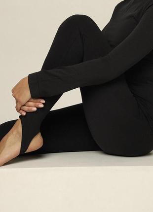Идеальные модные лосины леггинсы со штрипками чёрные бесшовные