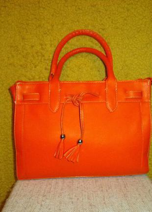 Яркая шикарная сумочка