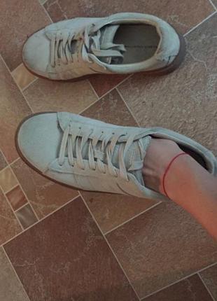 Кожанные кроссовки zara бежевые
