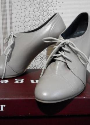 ! кожаные туфли на высоком каблуке