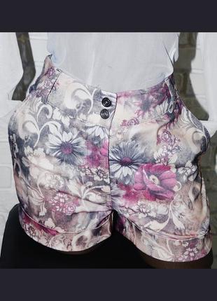 Джинсовые шорты в цветочный принт