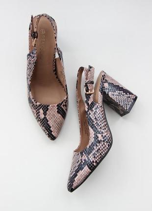 Шикарные туфли peacocks