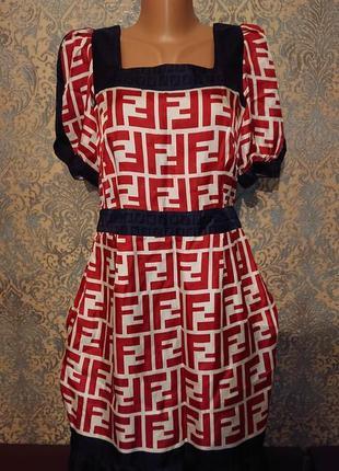 Красивое шелковое платье в рисунок логотип бренда р.s